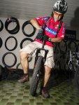 Willi versucht sich als Unicyclerider